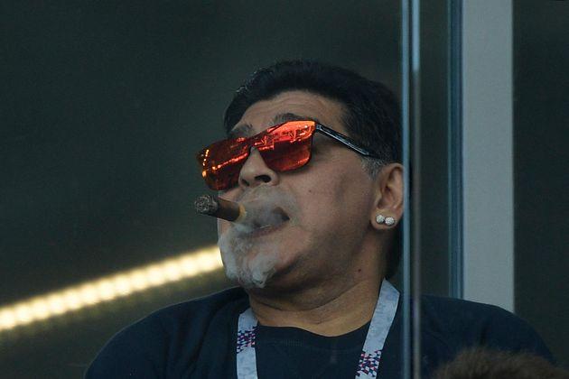 FIFA가 마라도나에게 경기장에서는 '예의 갖추라'고