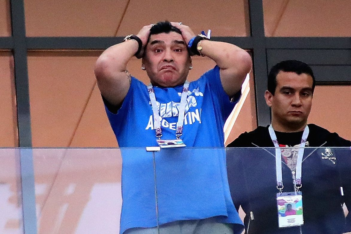 FIFA가 마라도나에게 경기장에서는 '예의 갖추라'고 당부하다
