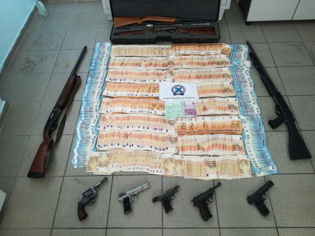 Βρέθηκαν «καβάτζες» με όπλα και ναρκωτικά στα «γκέτο» του