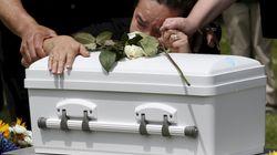 Mann soll scheinbar totes Baby zur Bestattung fahren – plötzlich merkt er einen