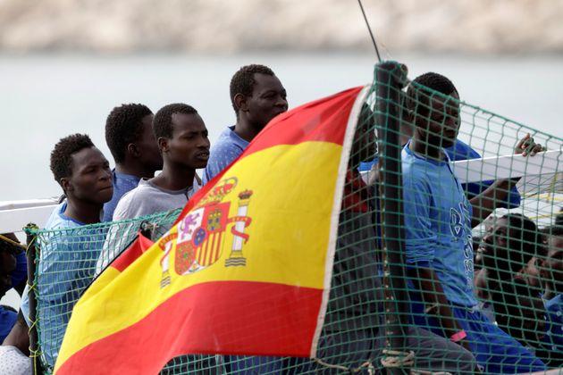 Στη Βαρκελώνη κατευθύνεται το πλοίο της ΜΚΟ ProActiva Open Arms με τους 59 μετανάστες που αρνήθηκε να...