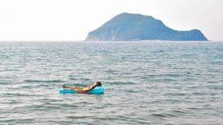 Rettung in letzter Sekunde: Touristin treibt ganze Nacht mit Luftmatratze auf offenem Meer