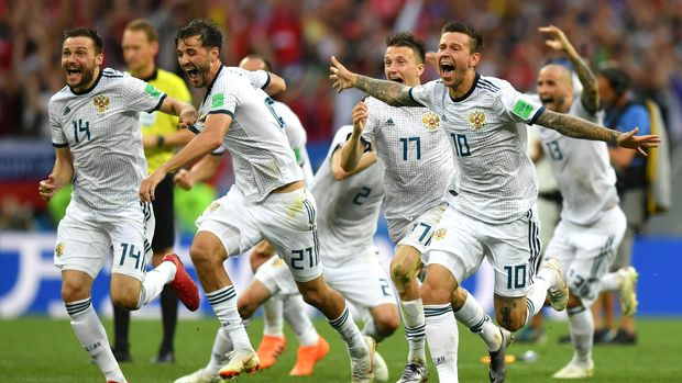 MOSCOW, RUSSIA - JULY 01:  Russia players celebrate following their sides victory in a penalty shoot out during the 2018 FIFA World Cup Russia Round of 16 match between Spain and Russia at Luzhniki Stadium on July 1, 2018 in Moscow, Russia.  (Photo by Dan Mullan/Getty Images)