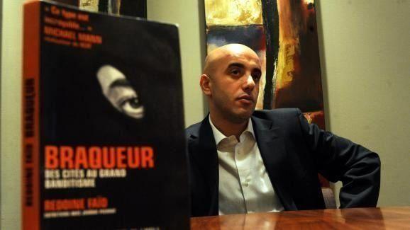 레두안 파이드가 2009년 자신이 쓴 책 <권총강도>를 홍보하고