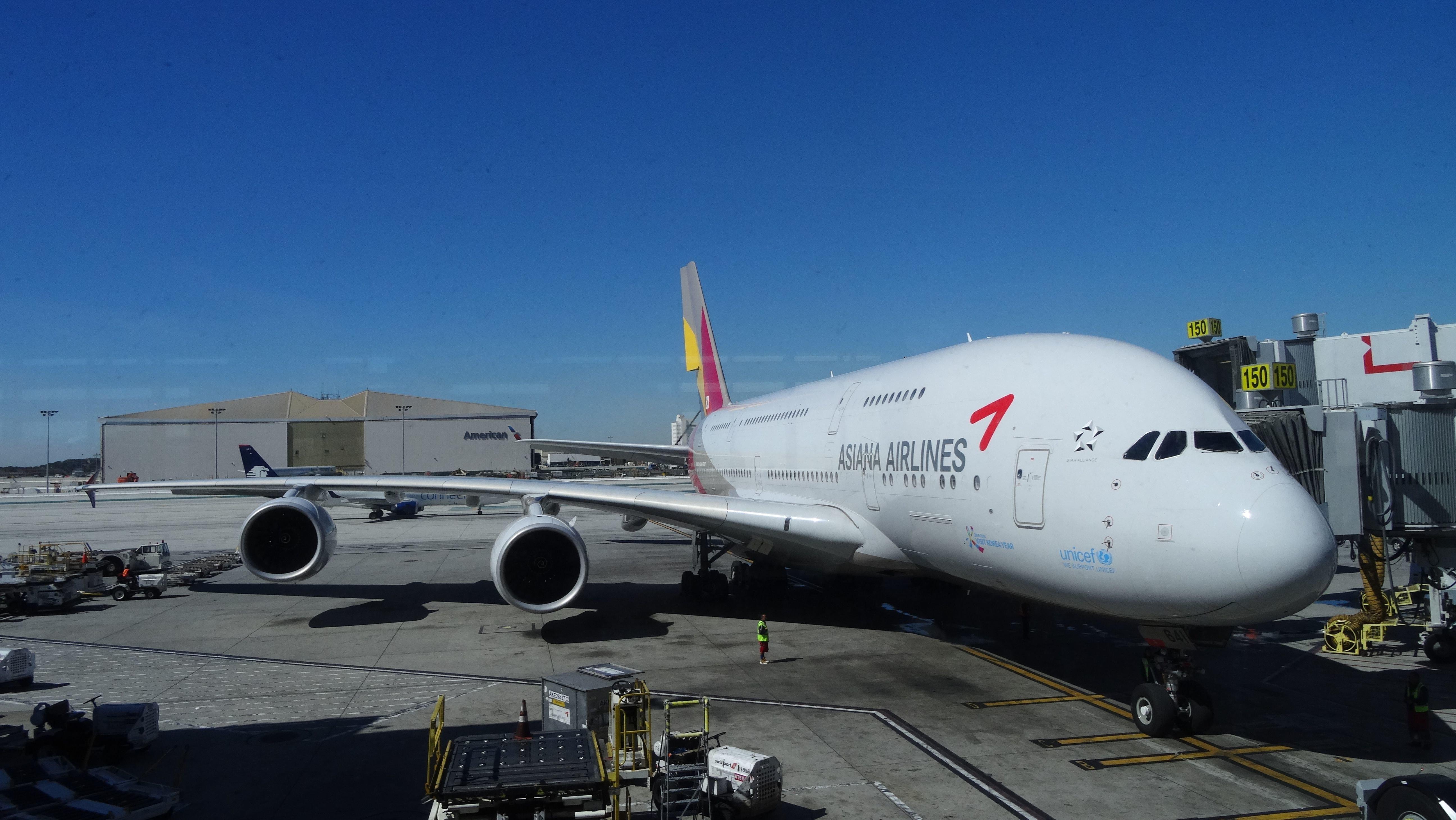 아시아나에서 '밥 없는' 비행기가 줄줄이 이륙하고 있다