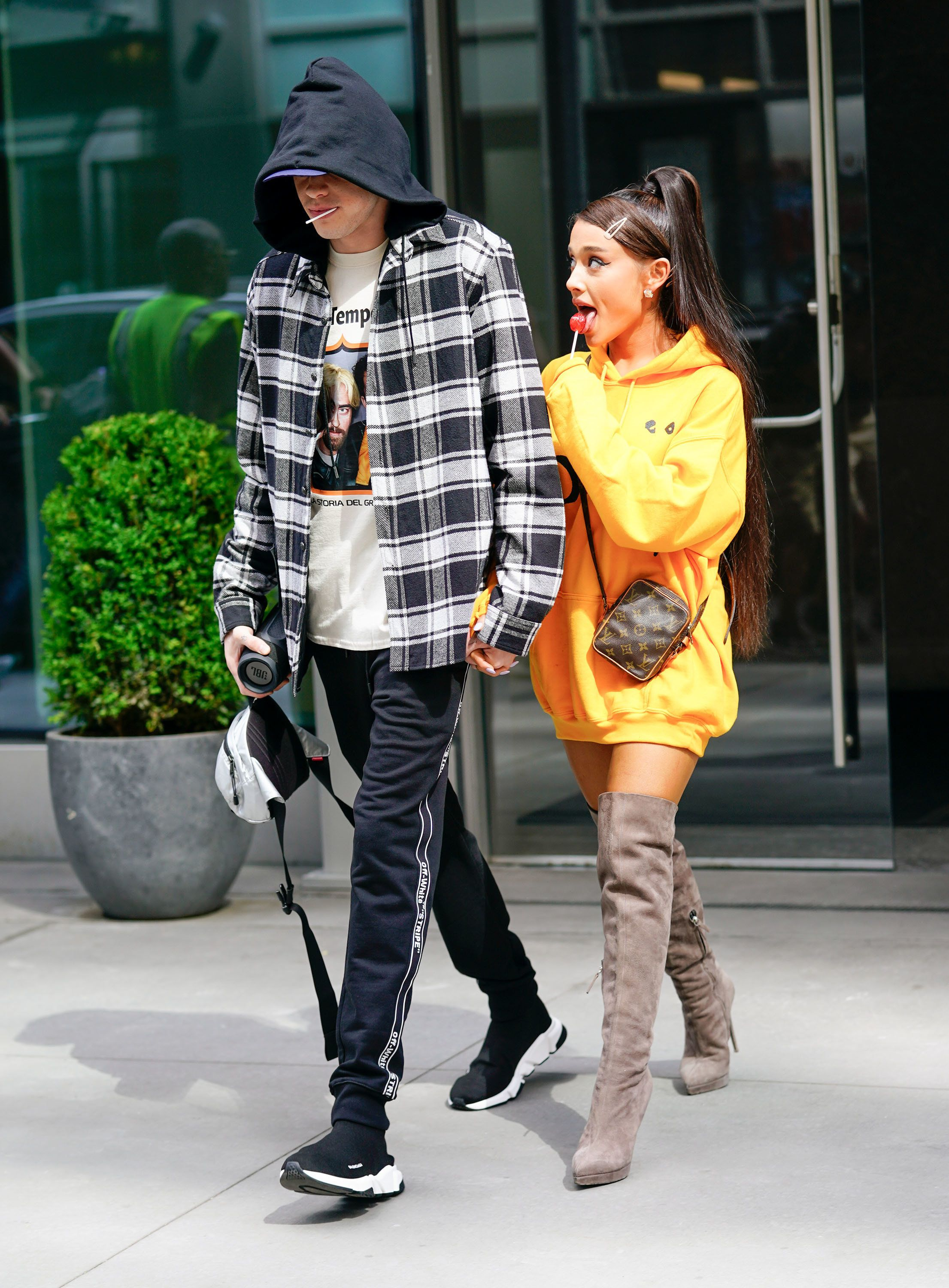 NEW YORK, NY - JUNE 20:  Pete Davidson and Ariana Grande are seen on June 20, 2018 in New York City.  (Photo by Gotham/GC Images)