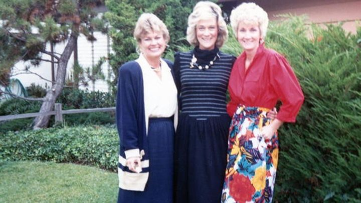 Elizabeth Martin, standing between her cousin Tamra Halfacre, left, and sister Anita Freeman. Martin, who had colon cancer, d