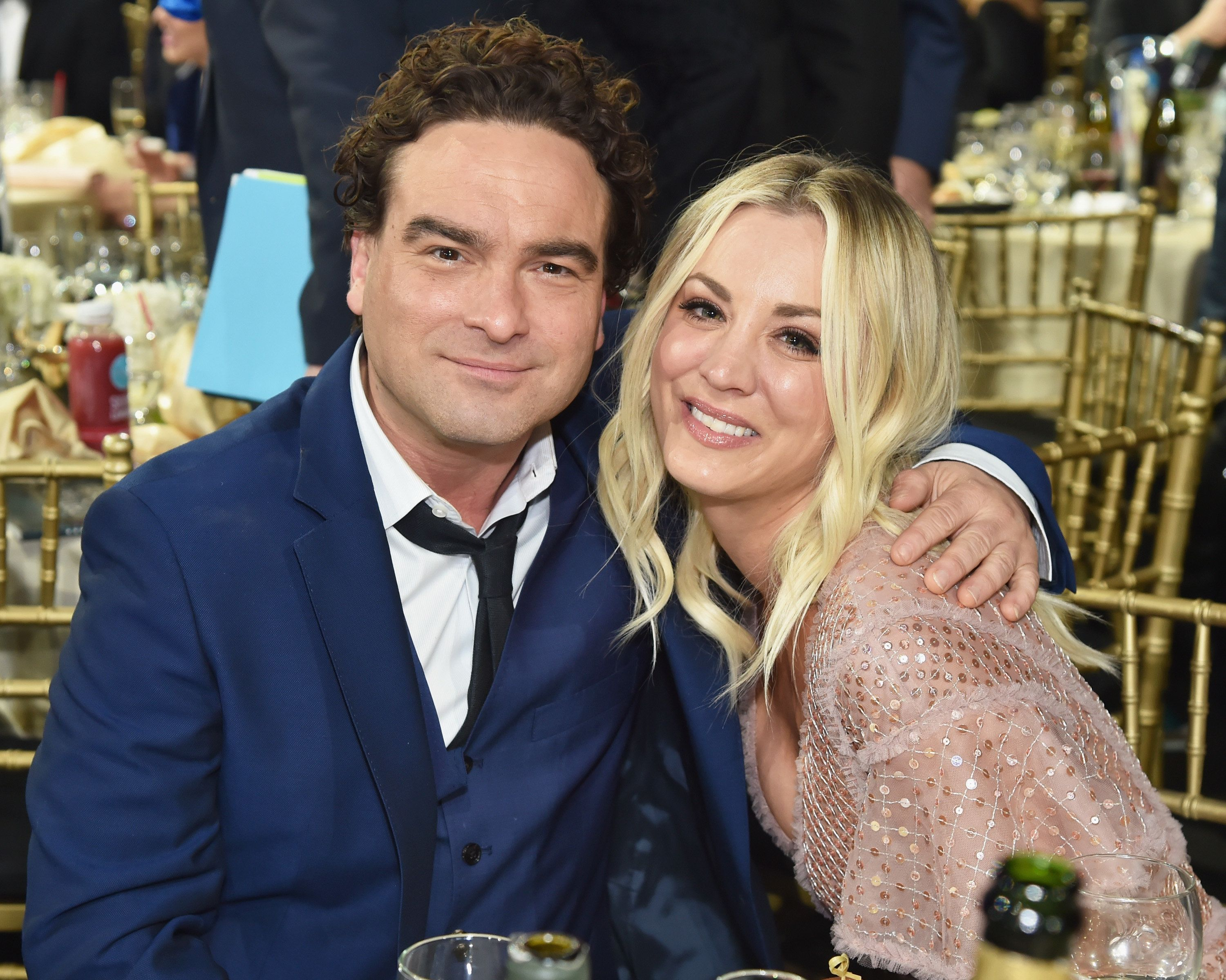 SANTA MONICA, CA - JANUARY 11:  Actors Johnny Galecki (L) and Kaley Cuoco attend The 23rd Annual Critics' Choice Awards at Barker Hangar on January 11, 2018 in Santa Monica, California.  (Photo by Kevin Mazur/WireImage)