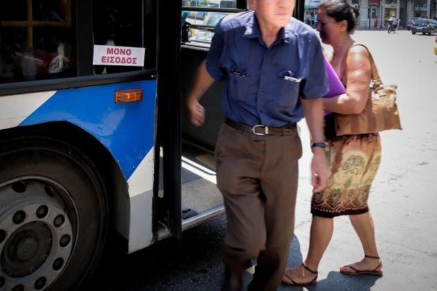 Αρχισε η επιβίβαση μόνο από την μπροστινή πόρτα στα λεωφορεία και τα