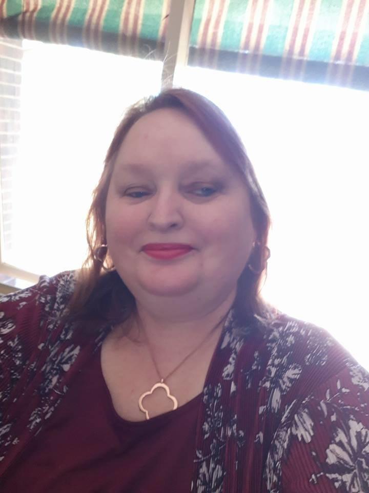 Frau schminkt sich mit abgelaufener Mascara – jetzt ist sie fast