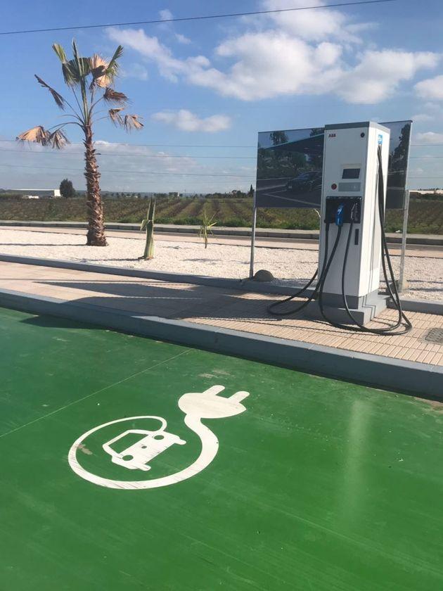 Total installe 15 bornes de recharge pour véhicules électriques au