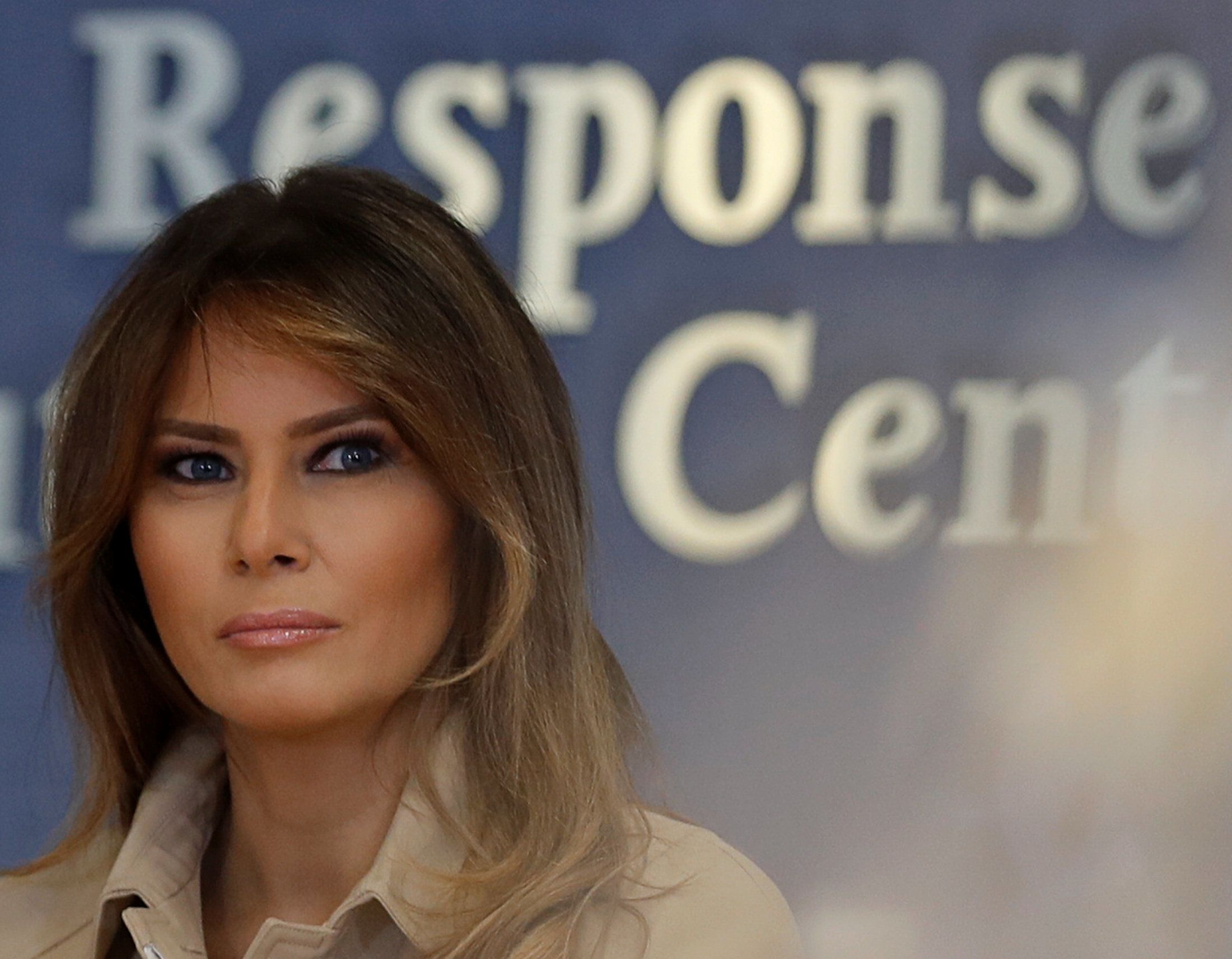U.S. first lady Melania Trump appears with President Donald Trump at a public event for the first time in almost a month at a hurricane response briefing at the Federal Emergency Management Agency (FEMA) in Washington, U.S., June 6, 2018. REUTERS/Carlos Barria
