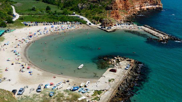 Kaliakra: People enjoying the summer at Bolata beach on the shore of Black Sea