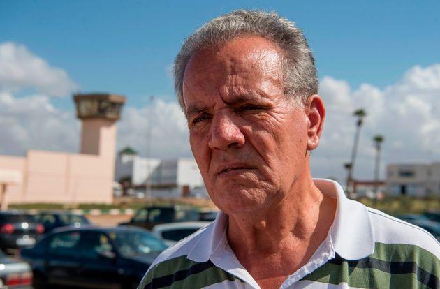 Le père de Nasser Zefzafi, Ahmed Zefzafi, devant la prison de Oukacha à Casablanca après...