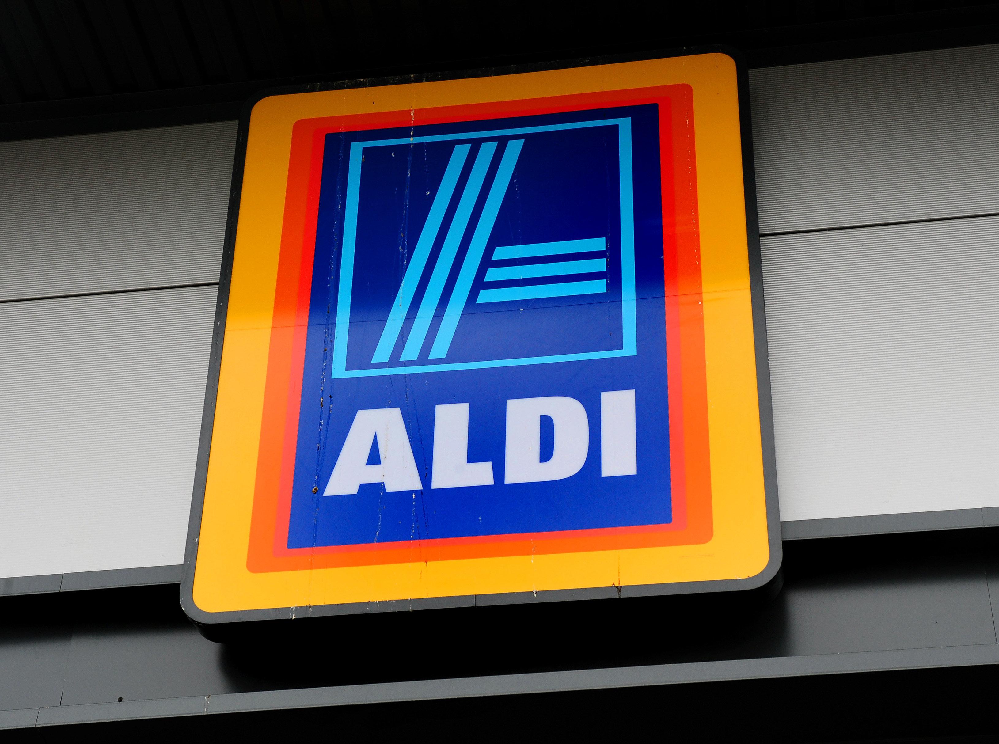 Aldi Liefert Kühlschrank : Augen starrten mich anu d aldi kundin findet ungewöhnliches im
