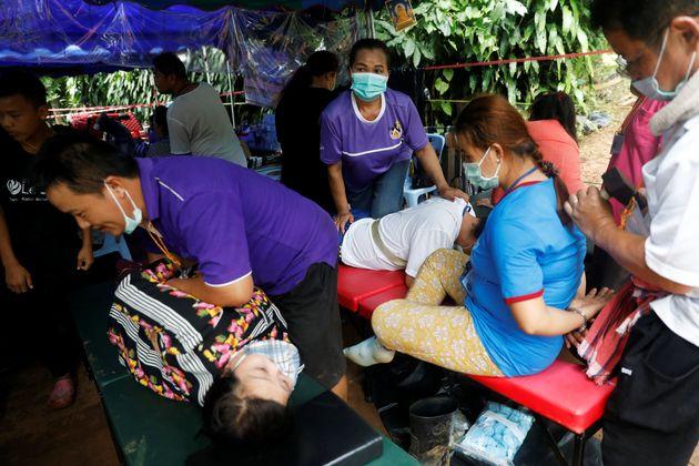 Υπεράνθρωπες προσπάθειες για τον απεγκλωβισμό των παιδιών στο σπήλαιο της Ταϊλάνδης. Όλα τα σενάρια για...