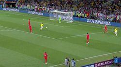 Brisante Szene: Pfeift hier der Schiedsrichter Kolumbien den Sieg