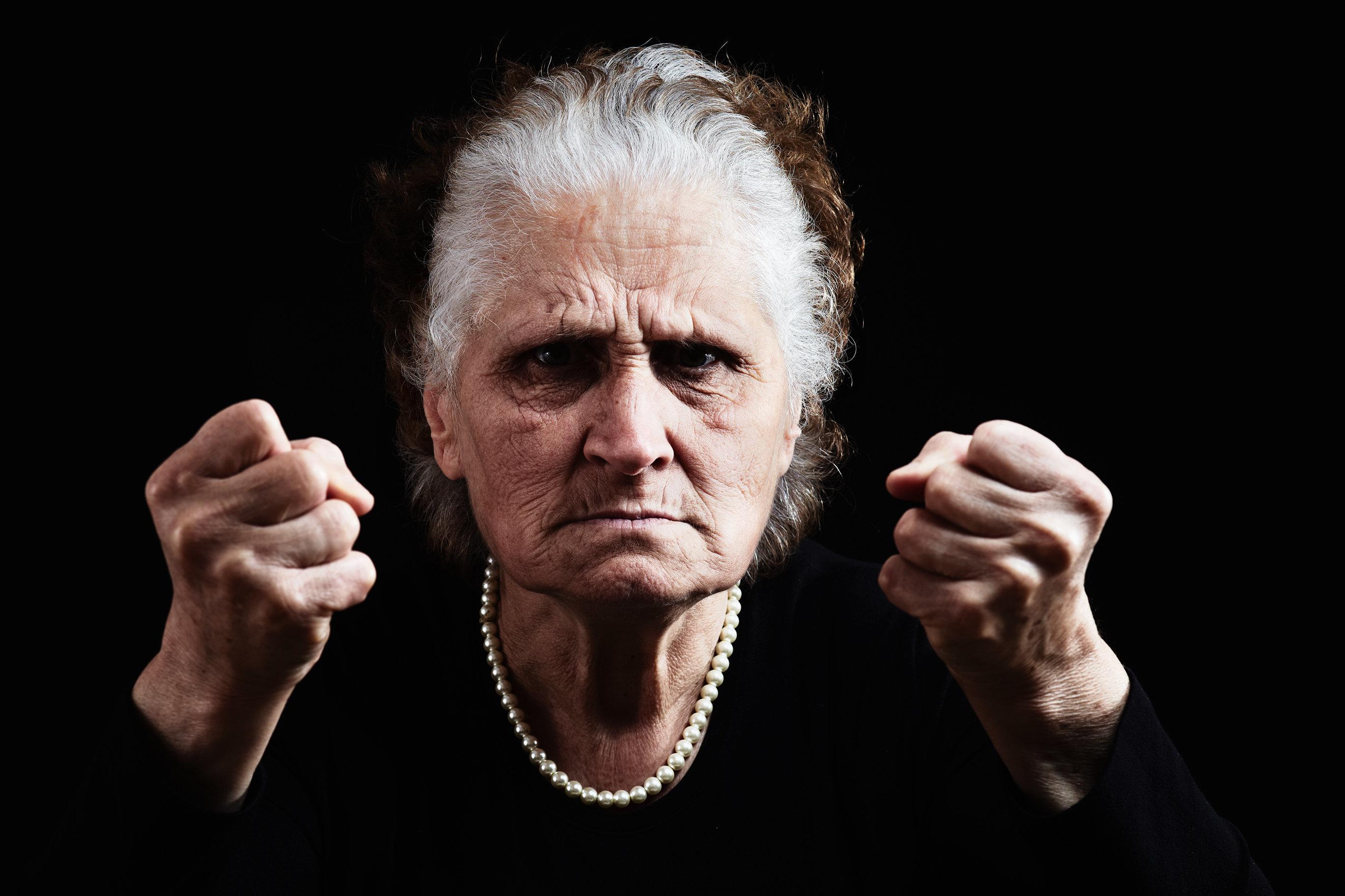 Σκέφτεστε να βάλετε τους γονείς σε γηροκομείο; Μια 92χρονη μητέρα στις ΗΠΑ δεν το δέχτηκε αμαχητί.