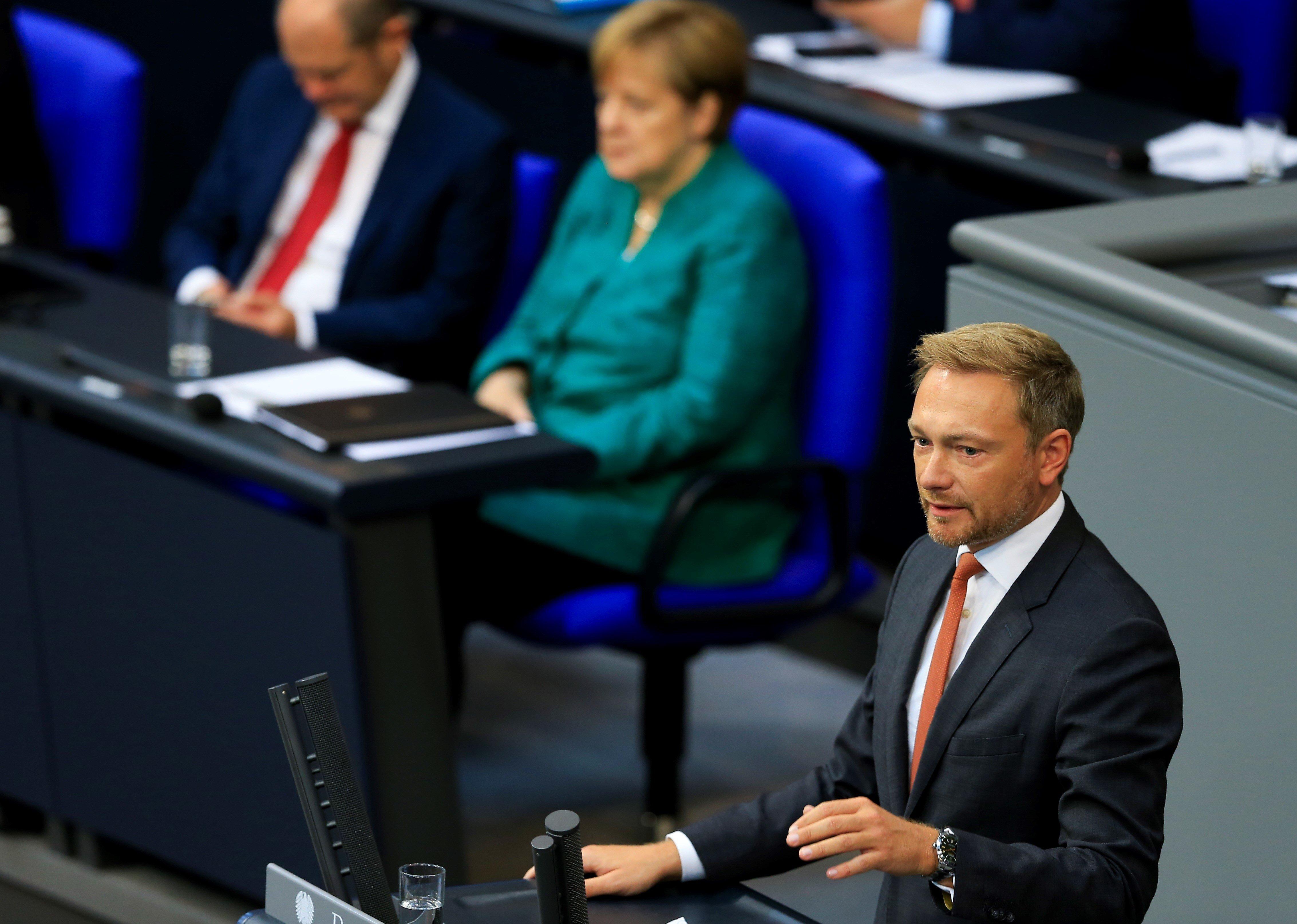 Lindner verspottet Seehofer im Bundestag: