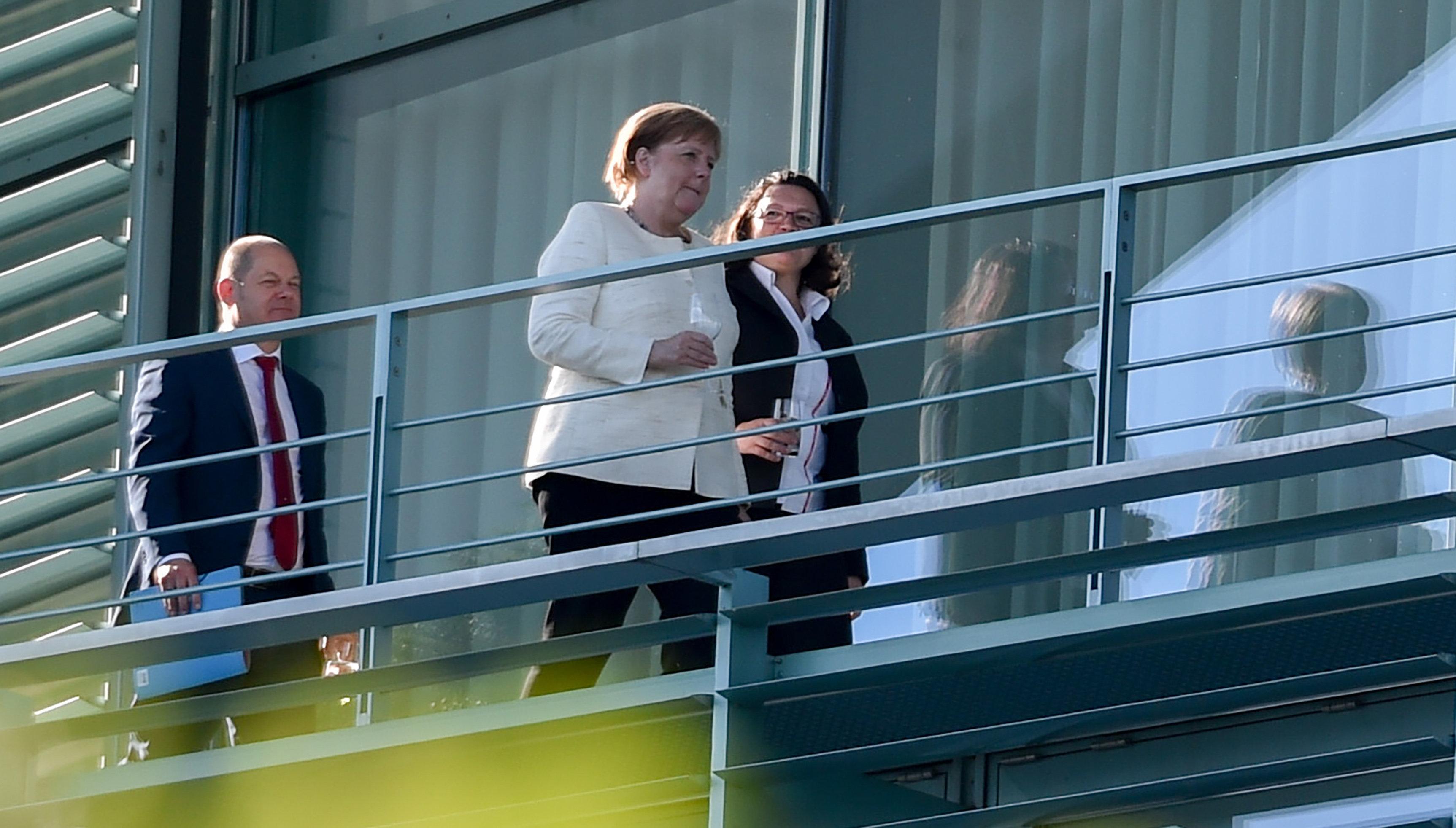 Τα άλυτα προβλήματα της Μέρκελ. Το SPD απορρίπτει κλειστά κέντρα προσφύγων και απειλεί να αποχωρήσει...