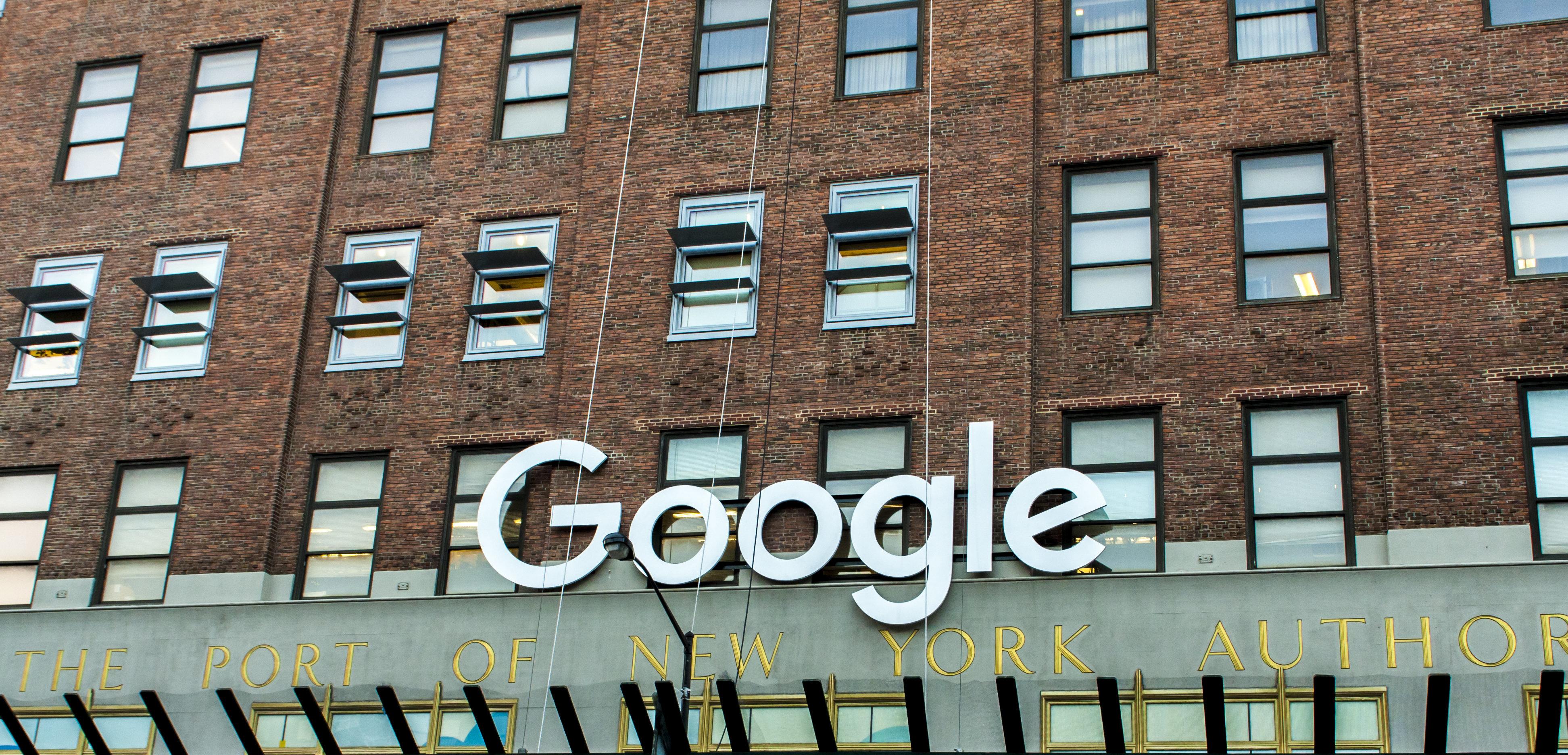 Η Google μπορεί να παραδέχτηκε ότι τρίτοι διαβάζουν το Gmail μας, αλλά μας δίνει συμβουλές για να το