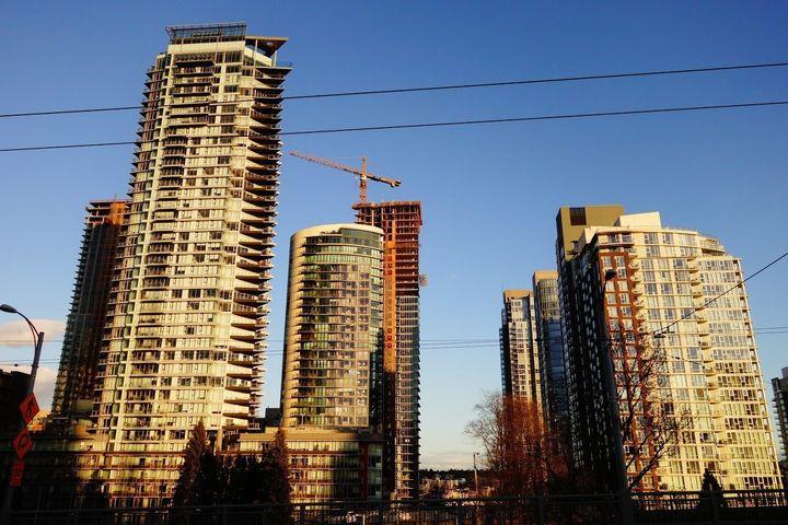 고층 주거 건물이 많이 들어선 밴쿠버 시내