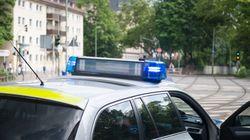 Polizei in NRW erwischt Mann mit Handy am Steuer – als die Beamten seine Ausrede hören, lachen