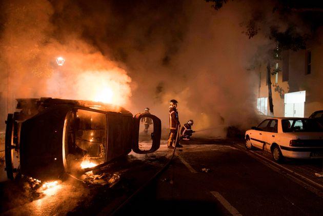 Δεύτερη νύχτα βίας και οργής στη Νάντη για τον θάνατο νεαρού από