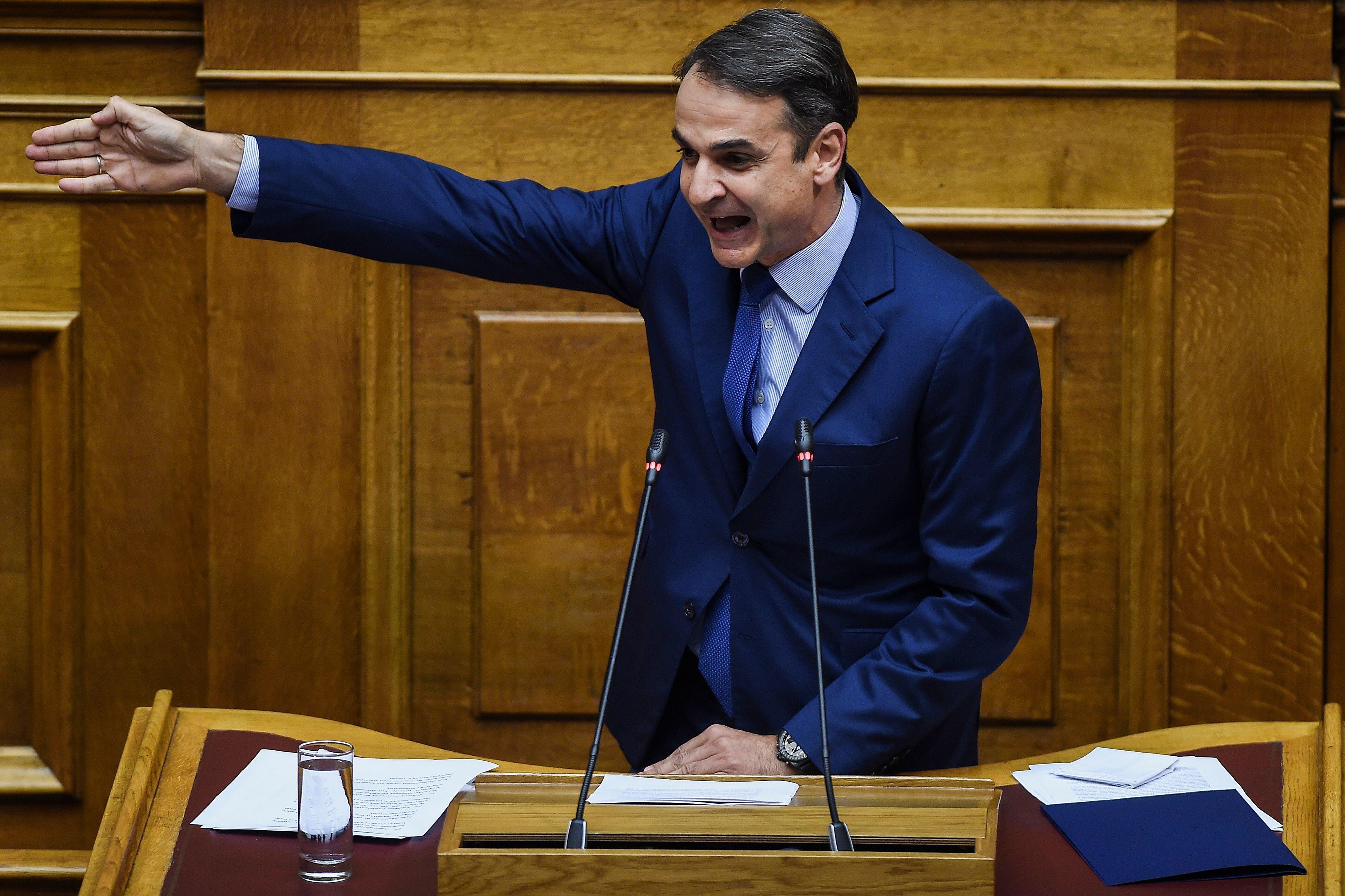Προσπάθεια αιφνιδιασμού Τσίπρα από Μητσοτάκη: Καταθέτω τροπολογία για μη μείωση των συντάξεων, έλατε...