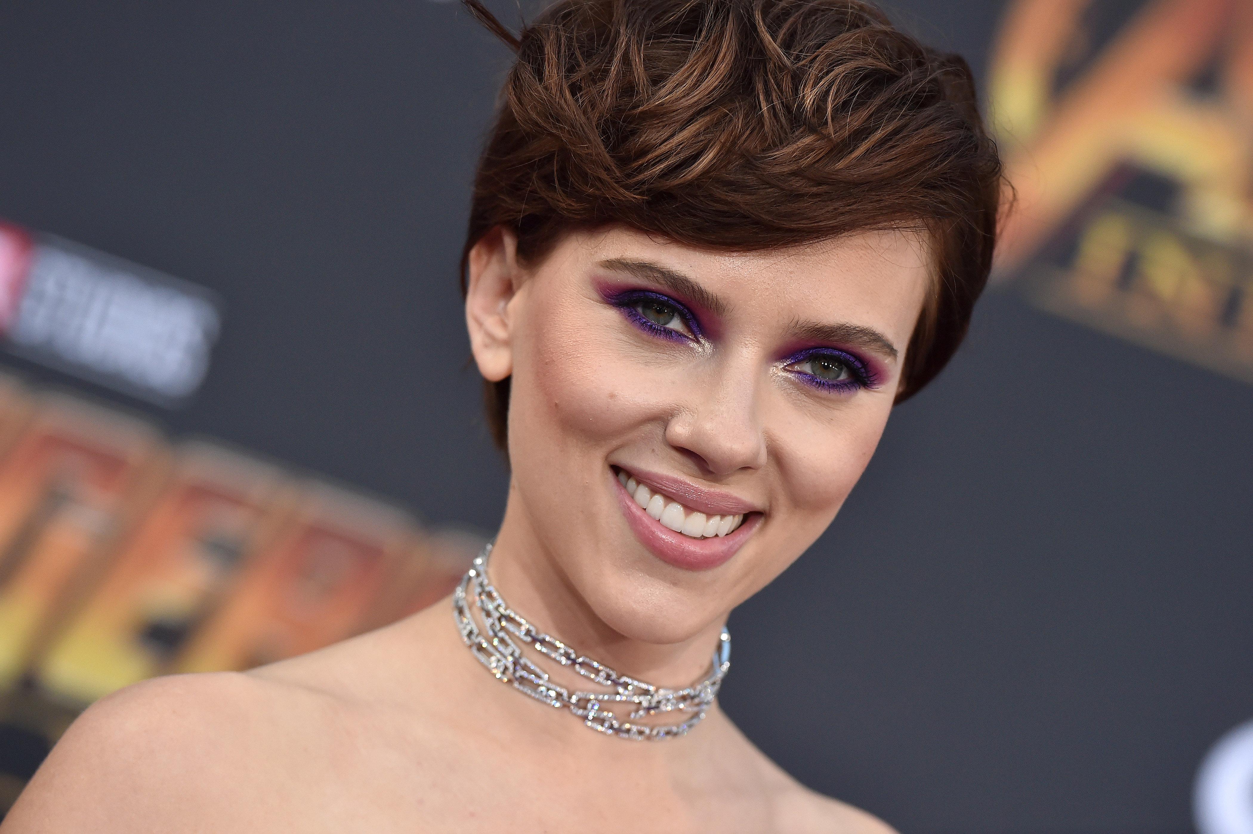 Η Scarlett Johansson θα υποδυθεί έναν τρανς άνδρα και αυτή είναι η σκληρή απάντηση του ατζέντη της που προκάλεσε αντιδράσεις