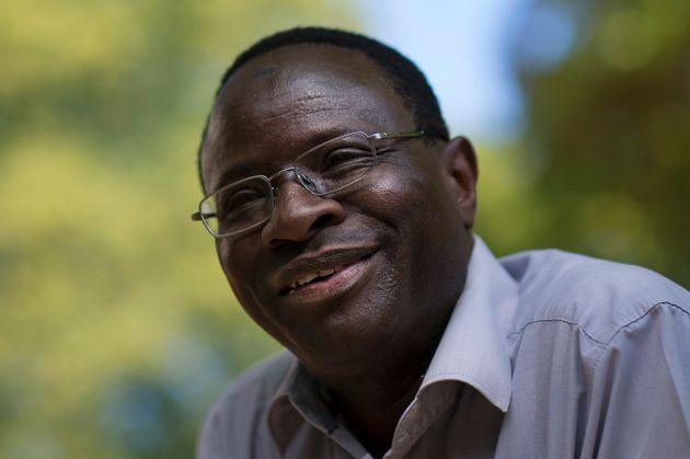 Der SPD-Abgeordnete Karamba Diaby seinem Heimatwahlkreis Halle an der