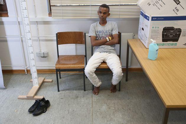 Ein Migrant aus Eritrea in einer Einrichtung der Bundespolizei in