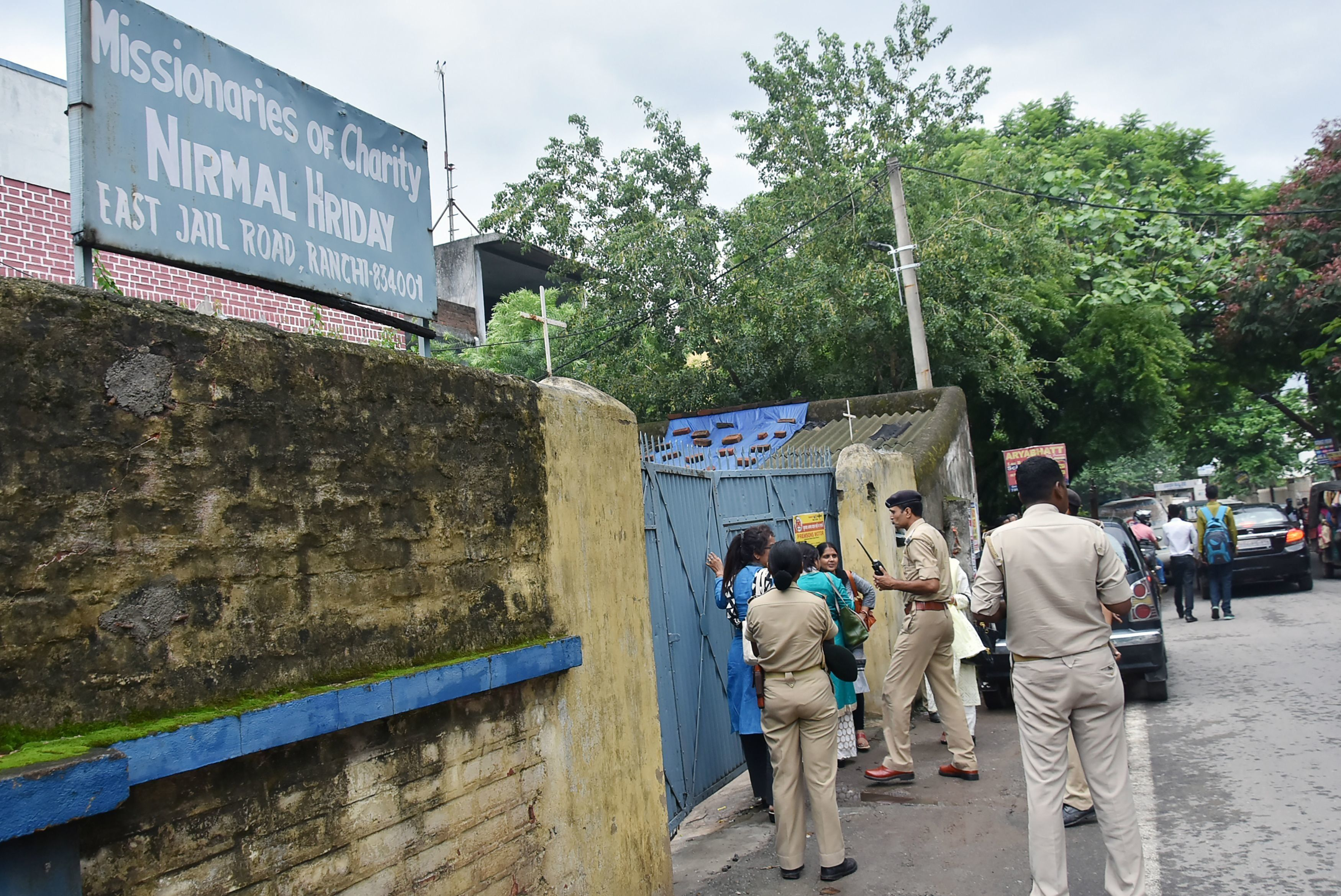 This photo taken on July 4, 2018 shows Indian police gathered outside the premises of Mother Teresa's Missionaries of Charity where a staff member and a nun worked before their arrest on child trafficking charges in Ranchi in India's eastern Jharkhand state. - A nun and a staff member at Mother Teresa's Missionaries of Charity in eastern India were arrested July 5 for allegedly selling babies born to unwed mothers, police said. The pair were arrested from the grounds of the charity founded by the Nobel Laureate in Jharkhand on charges of child trafficking, police in the state capital Ranchi said. (Photo by - / AFP)        (Photo credit should read -/AFP/Getty Images)