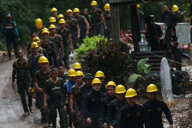 Ταϊλάνδη: Δύτης, πρώην μέλος των Ειδικών Δυνάμεων, έχασε τη ζωή του στο σπήλαιο με τα παγιδευμένα