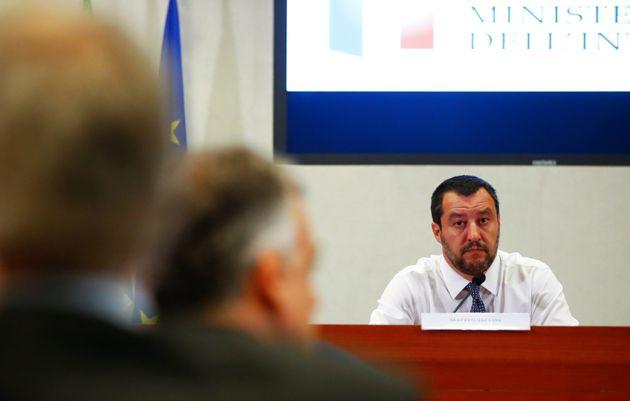 Να αρθεί το εμπάργκο όπλων του ΟΗΕ στη Λιβύη ζητά ο Ματέο Σαλβίνι ώστε σε δεύτερο χρόνο να σταματήσουν...