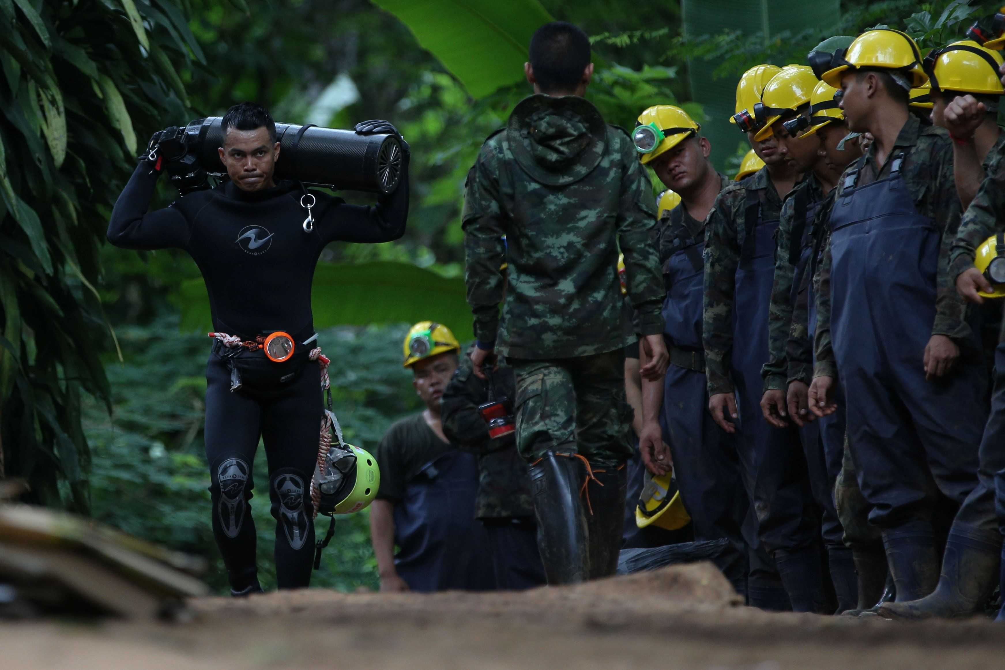 Thai Cave Diver Dies Trying To Rescue Trapped Boys And Their Football Coach