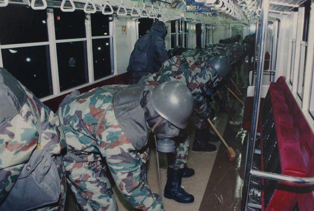 23년 전, 옴 진리교는 왜 도쿄 지하철에 독가스를