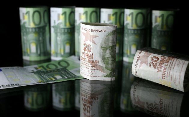 Ο καταποντισμός της τουρκικής λίρας δημιούργησε 18.000 νέους Τούρκους