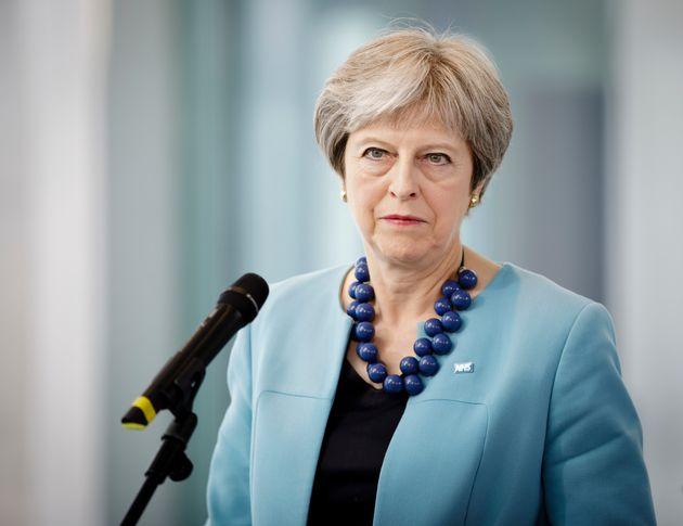 Η πρόταση Μέι για «ζώνη ελευθέρου εμπορίου» με την ΕΕ, η διχασμένη κυβέρνηση και η απειλή για αποπομπή...