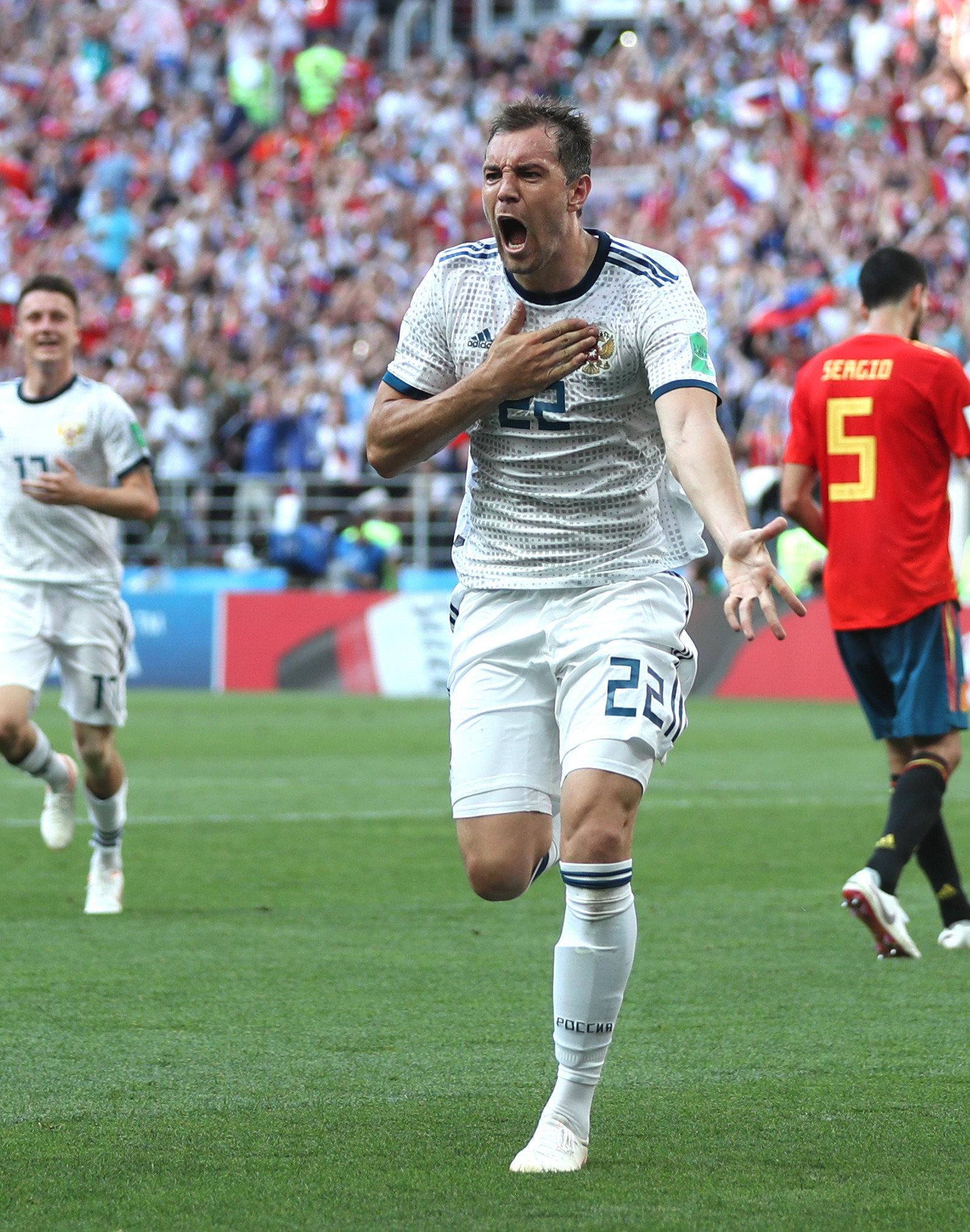Artjom Dsjuba bejubelt seinen Treffer gegen Spanien – und entblößt eine verdächtige...