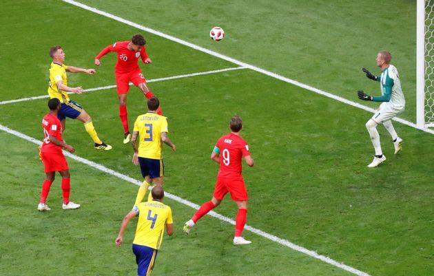 잉글랜드 델레 알리가 7일 러시아월드컵 스웨덴과의 8강전에서 헤딩골을 터뜨리고