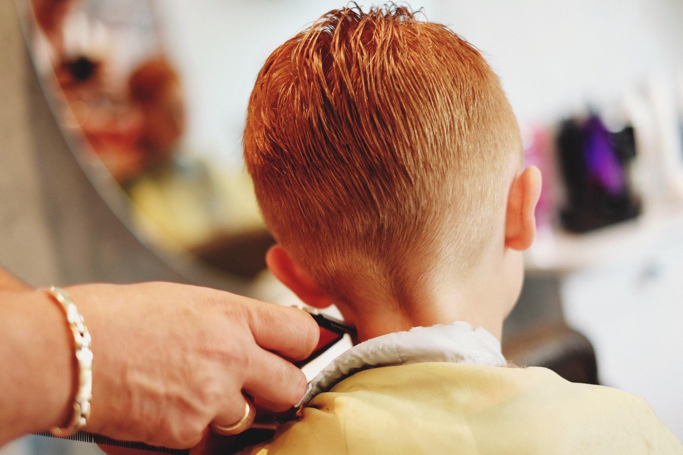 Schule verbannt 11-Jährigen vom Unterricht – wegen seiner Frisur