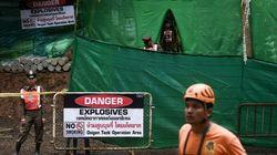 Enfants en passe d'être évacués d'une grotte en Thaïlande: 15 jours sous