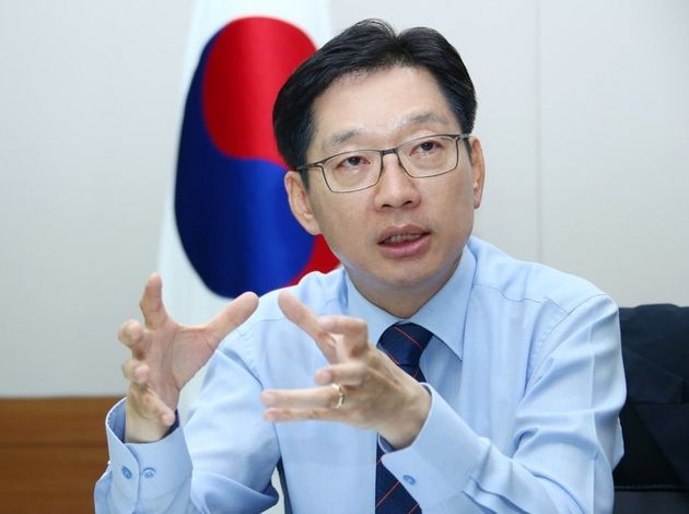 김경수 경남도지사는 6일 한겨레와 인터뷰에서 북한 함경도와 경남의 자매결연을 적극적으로 검토하겠다고