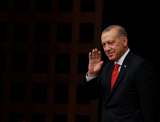 Le président turc Recep Tayyip Erdogan salue la foule à Ankara, le 7 juillet