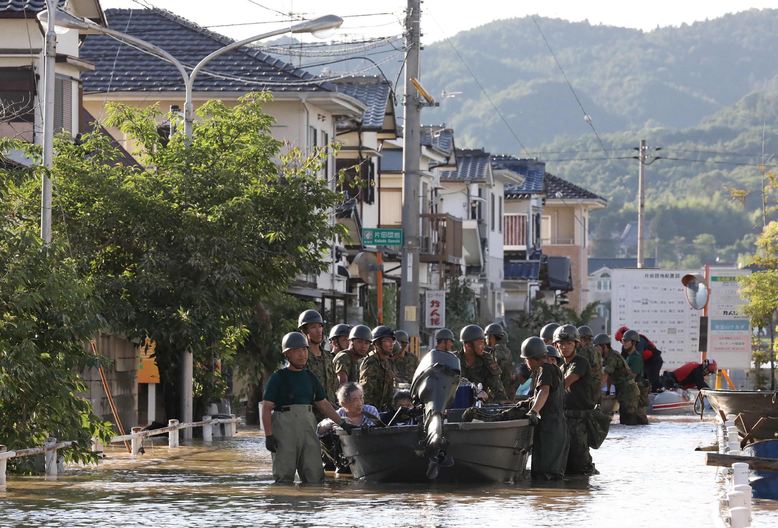 Intempéries au Japon : 57 morts et un difficile combat contre