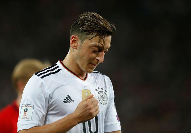 Weiter Ziel von heftiger Kritik: Nationalspieler Mesut
