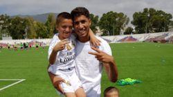 Achraf Hakimi donne des cours de football aux enfants d'un club de