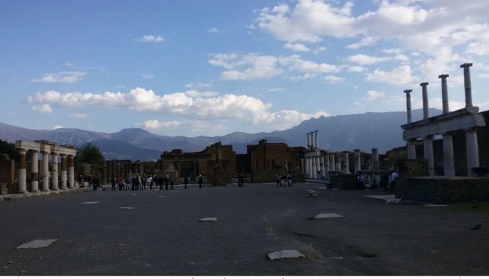 Η κεντρική αγορά της Πομπηίας,...