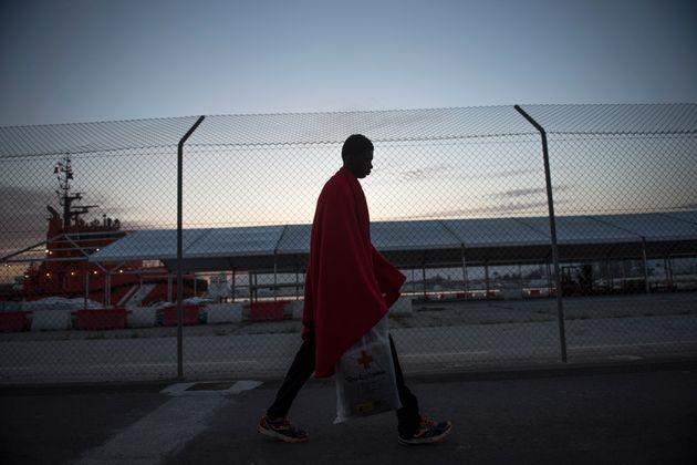 Ein Geflüchteter in Spanien in einem Auffanglager des Roten